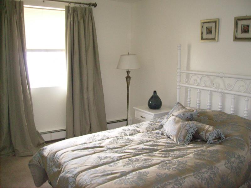 Bedroom - Light and Airy! - North Shore-Minutes from Downtown Boston-3 bd/1bth - Chelsea - rentals