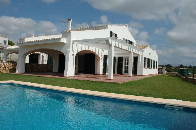 View of the villa - Seafront villa private pool and garden-beautiful view, ideal for families - San Climente - rentals