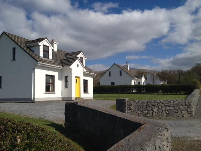 The Front View - Rays Country Cottages - Ballyvaughan - rentals