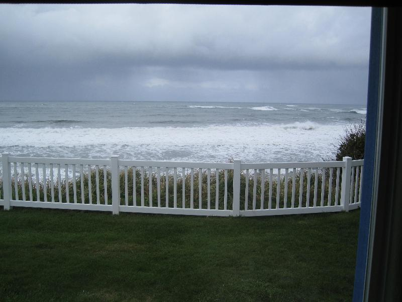 1 ocean view from yard - Eva's Retreat at the Ocean-ERATO - Coos Bay - rentals