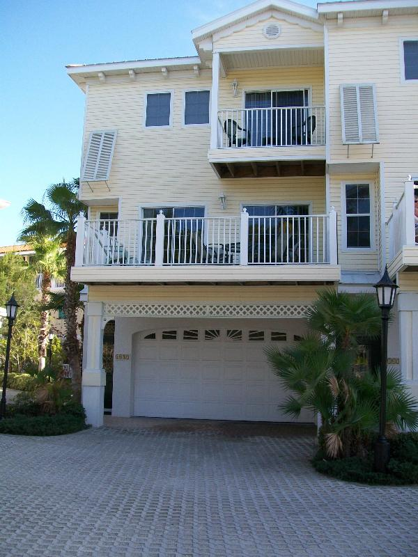 Front view, 2 car garage - Early Aug Spec $900/wk 3 Bdrm Easy Beach Access - Bradenton Beach - rentals
