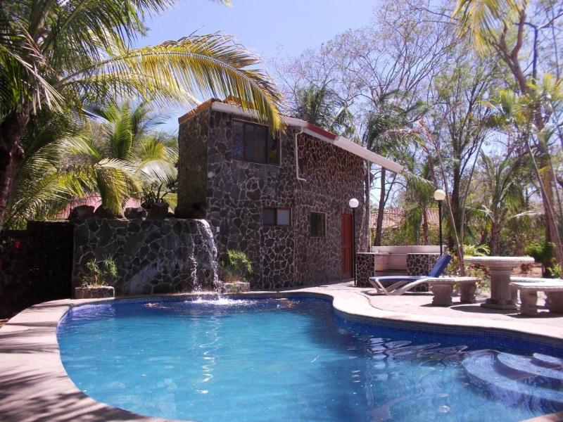 Lovely 3 bedroom w/ separate casita, walk to beach - Image 1 - Guanacaste - rentals