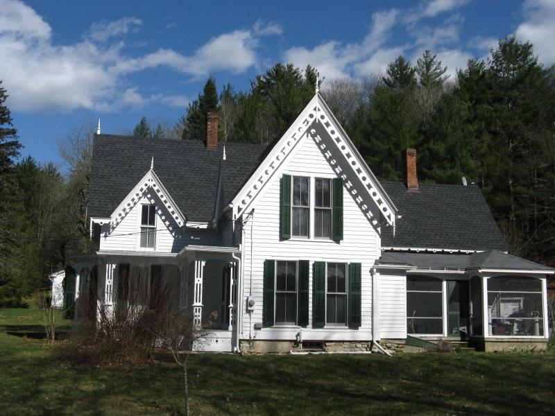Mill River Victorian- 2 miles from Gedney Farm - Image 1 - New Marlborough - rentals