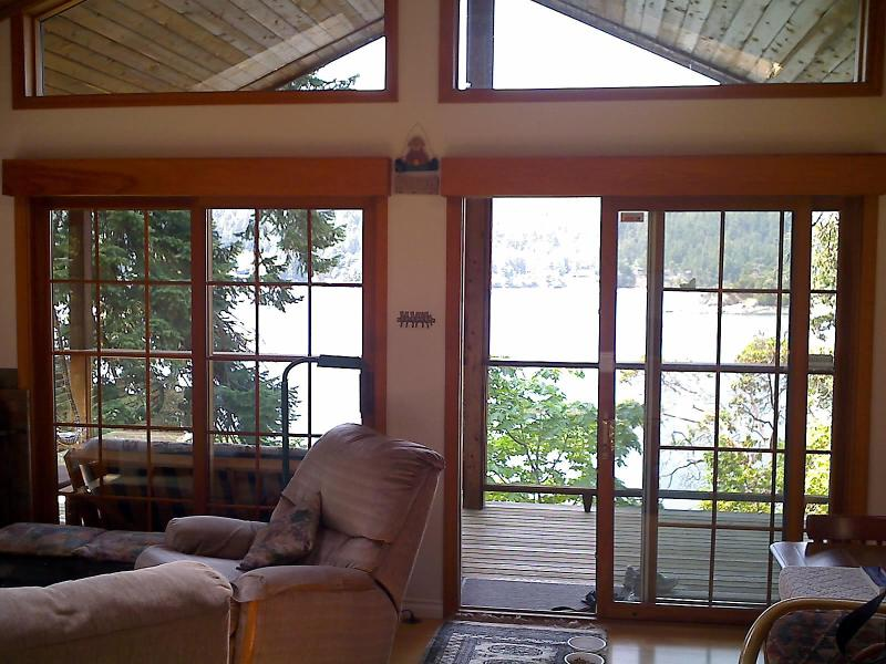 Inside - Outside - Ainslie Point Cottage, surrounded by water & trees - Pender Island - rentals