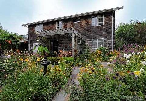 Sunny 4 Bed/2 Bath Summer Home Steps from Beach - Image 1 - Southold - rentals