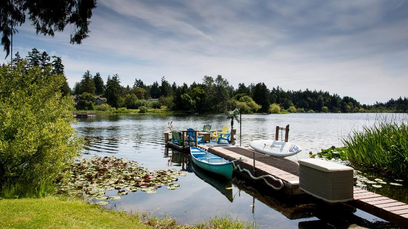 Waterlily Lane on Glen Lake Victoria BC - 3.5 Brm waterfront home in Victoria, Vancouver Is. - Victoria - rentals