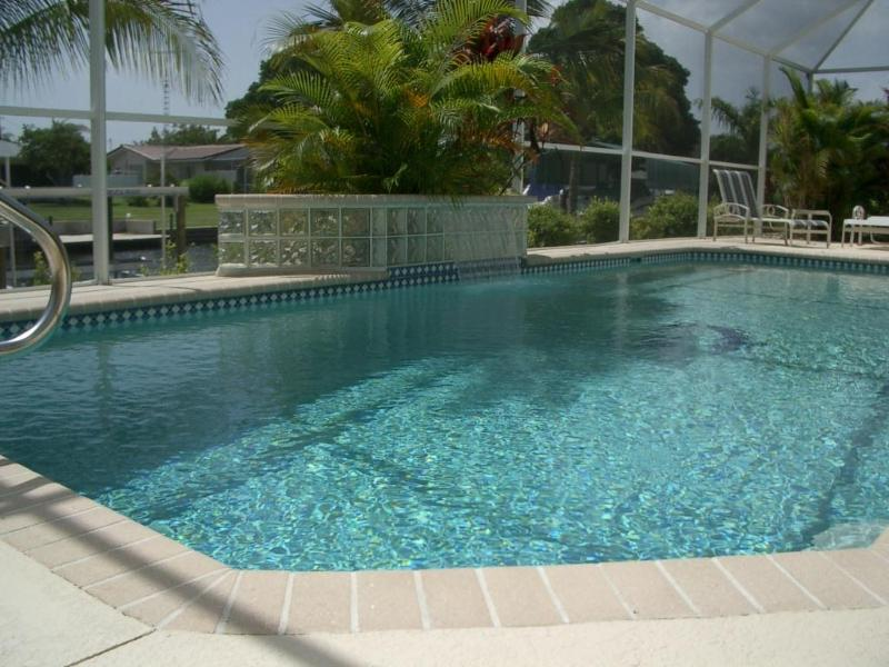 House Laura Pool - 4 bedroom home Laura with heated pool - Cape Coral - rentals