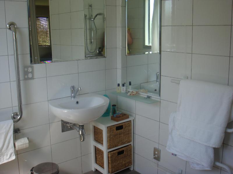 Bathroom - Cedar Cottage-nestled in Hawkes Bay orchard - Napier - rentals