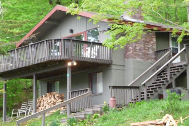Front of house with large deck and lake views - Newly Renovated - Lake & Mt Views - 1 mi from Base - Hunter - rentals