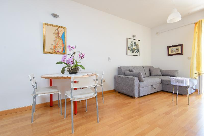 Cosy flat in a new building with parking in garage - Image 1 - Dubrovnik - rentals