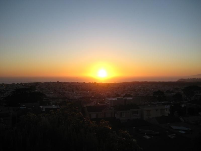 Sunset from Living room and Dinning room - Ocean View Golden Gate Heighs Single Family Home - San Francisco - rentals