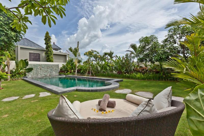 Garden with salt water pool - Gorgeous 2, 3 or 4 bedroom villa with pool, Bali - Kerobokan - rentals