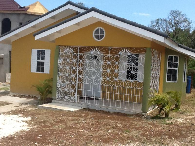 2 Bedroom Island Paradise - Image 1 - Falmouth - rentals