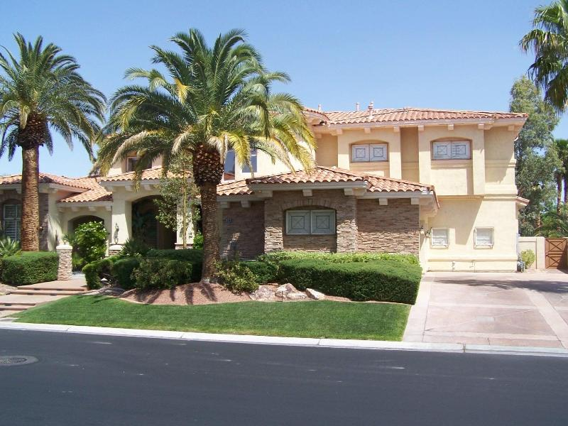 High Roller Mansion - Upscale Property, Great Pool - Image 1 - Las Vegas - rentals