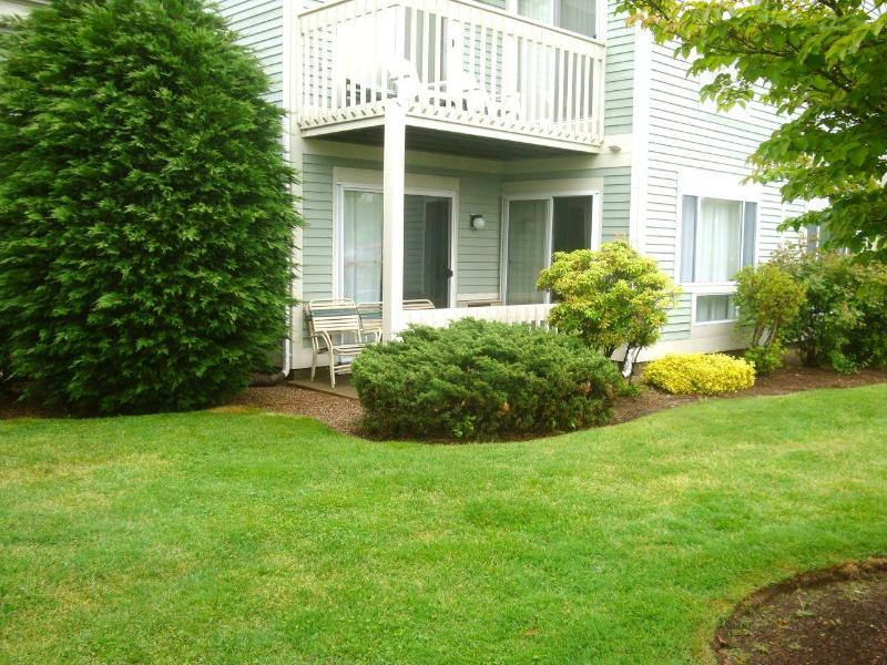Ocean Edge, Golf Access, A/C, Across from Pools!! - Image 1 - Brewster - rentals