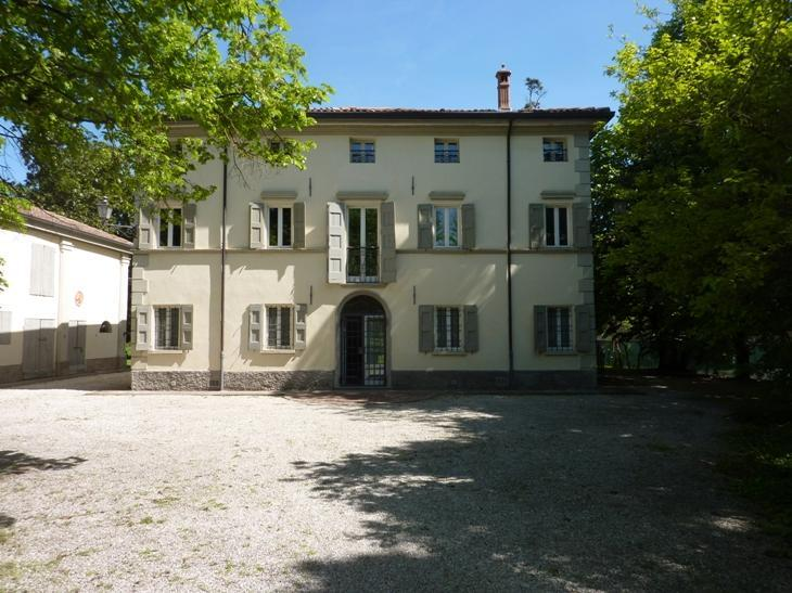Welcome to L'ORLANDINA and its own great park! We are conveniently halfway Bologna and Ferrara. - L'ORLANDINA - PASTELLO. Country Mansion, Own Park - Bologna - rentals