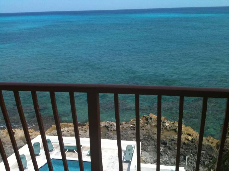 What a view! Spectacular western view -ideal for watching the sunset - Luxurious apartment in Cable Beach-amazing views! - Nassau - rentals