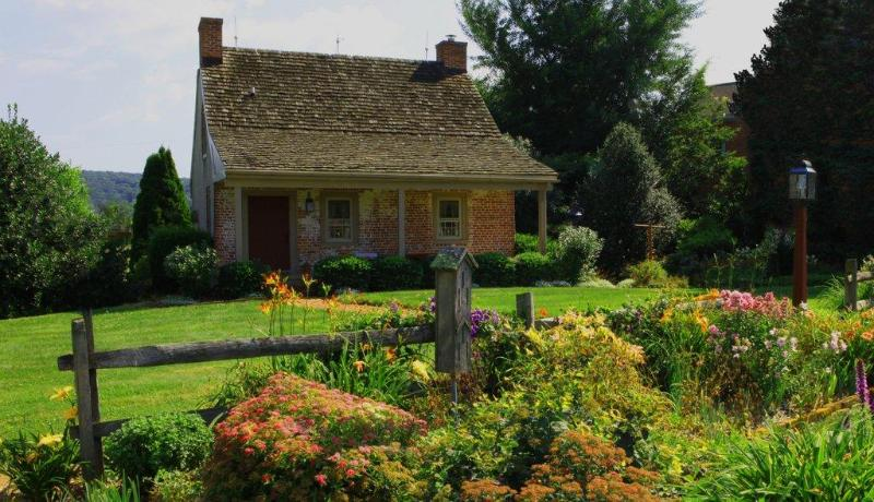 Historic cottage in the heart of Amish Country - Romantic Couples retreat in Lancaster County - New Holland - rentals