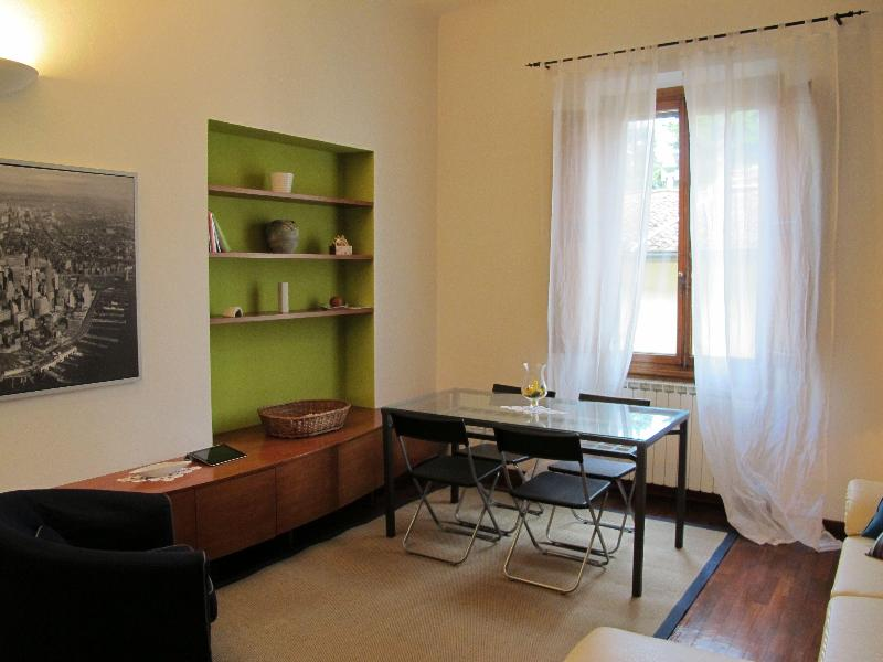 2 bedroom apt. close to city center and fiera - Image 1 - Florence - rentals