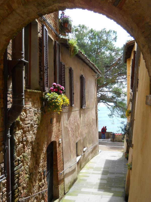 View from main street, entrance of left and terrace overlooking the wall - Beautiful 2 Bd 2 Bath Residence in Historic Center - Montepulciano - rentals