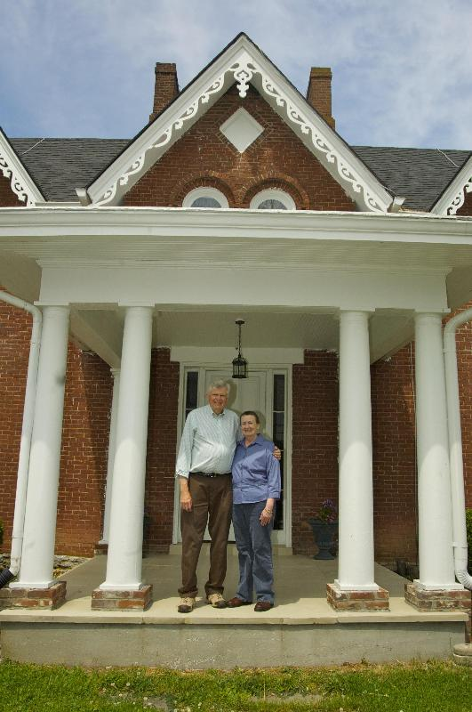 David and LaVonna love to be your hosts. - Country Charm Historic Farmhouse Bed and Breakfast - Paris - rentals