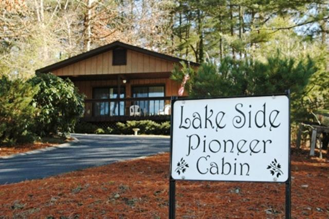 Looking up from the road around the lake - Lakeside Pioneer Cottage - Hendersonville - rentals