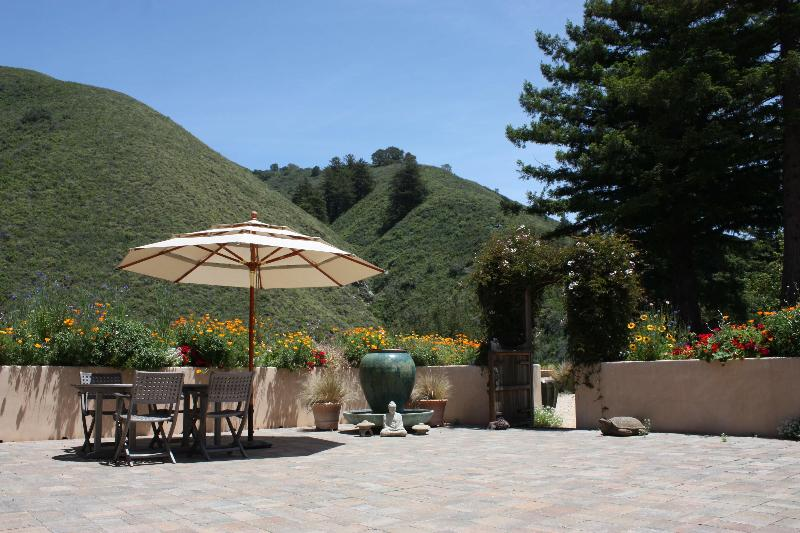 Welcome to Heart Circle Mountain's courtyard. Come rejuvenate & relax! - Zen Studio on Heart Circle Mountain in Big Sur - Big Sur - rentals
