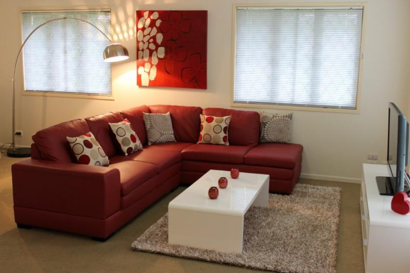 Open living area, a cosy place to enjoy a movie on Foxtel - McConaghy St - Popular 3br family home, Mitchelton - Brisbane - rentals