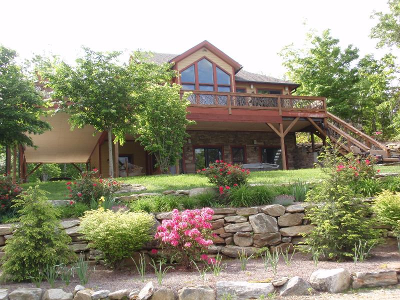 """Beautifully Landscaped Mountain Home! - """"Falls View at Toxaway"""" 5 BR Great Waterfall View! - Lake Toxaway - rentals"""