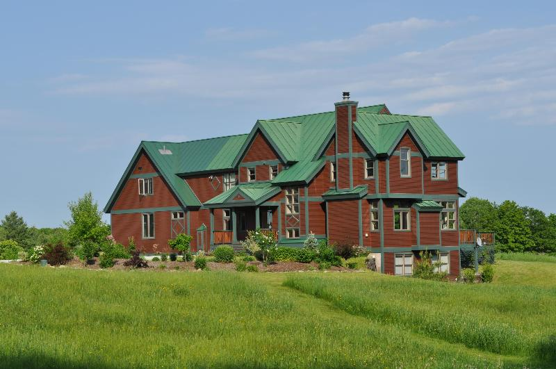 in the meadow - 5 Bdrm in central Vermont with Spectacular Views! - East Wallingford - rentals