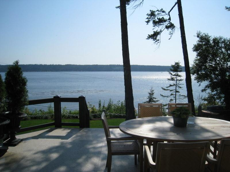 Ocean View Patio - CLIFF HOUSE, Urban Retreat, spectacular ocean view - Campbell River - rentals