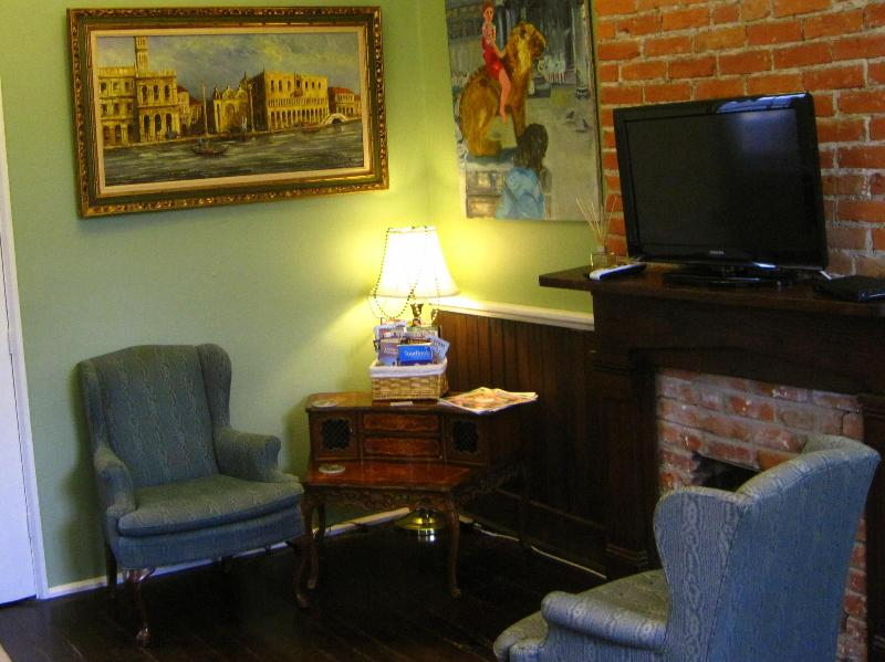 1st floor sitting room - Garden District - Historic Victorian Camelback - New Orleans - rentals