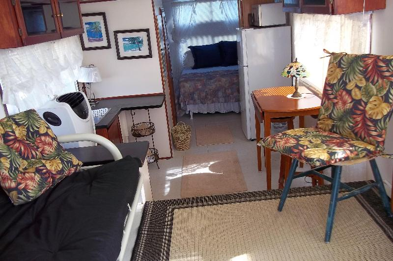Going inside the houseboat - Houseboat on the Gulf of Mexico - Key West - rentals