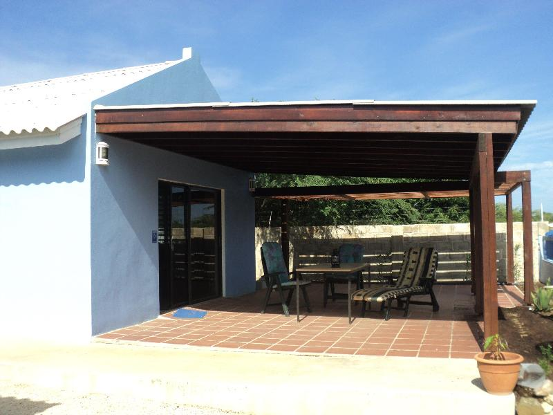 Entrance with large terrace - Good accessible freestanding studio, large terrace - Kralendijk - rentals
