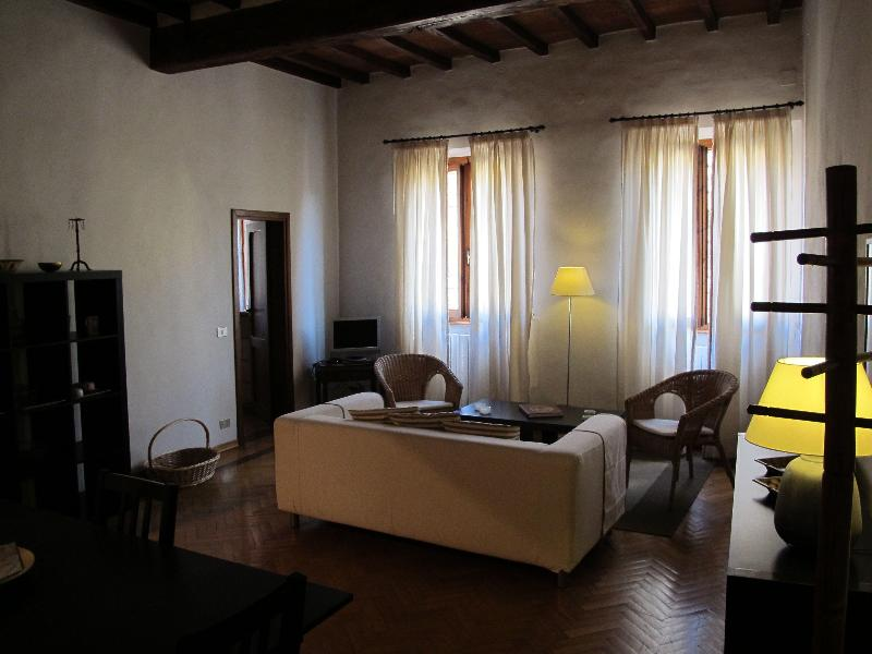 Piazza Pitti - 2 bedrooms apt. - 4 people max occ. - Image 1 - Florence - rentals
