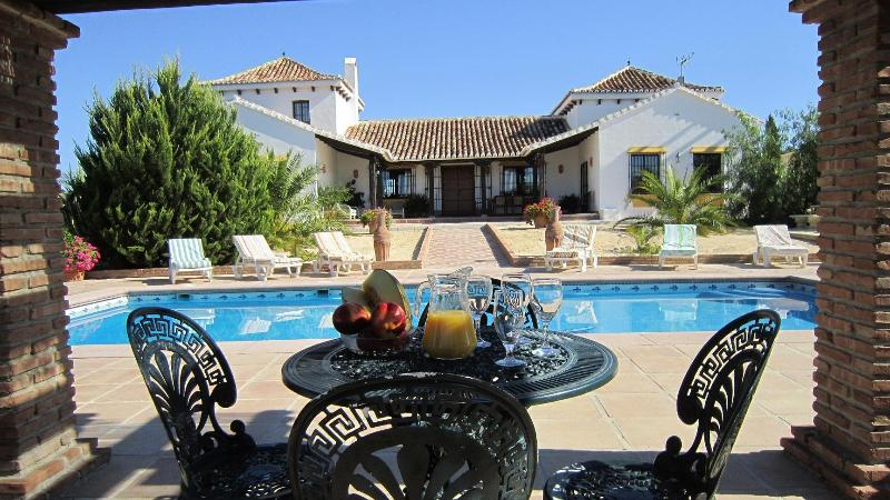 Loma la Parra, Villa, pool and garden. - Country House in El Valle de Abdalajis, El Chorro - Valle de Abdalajis - rentals