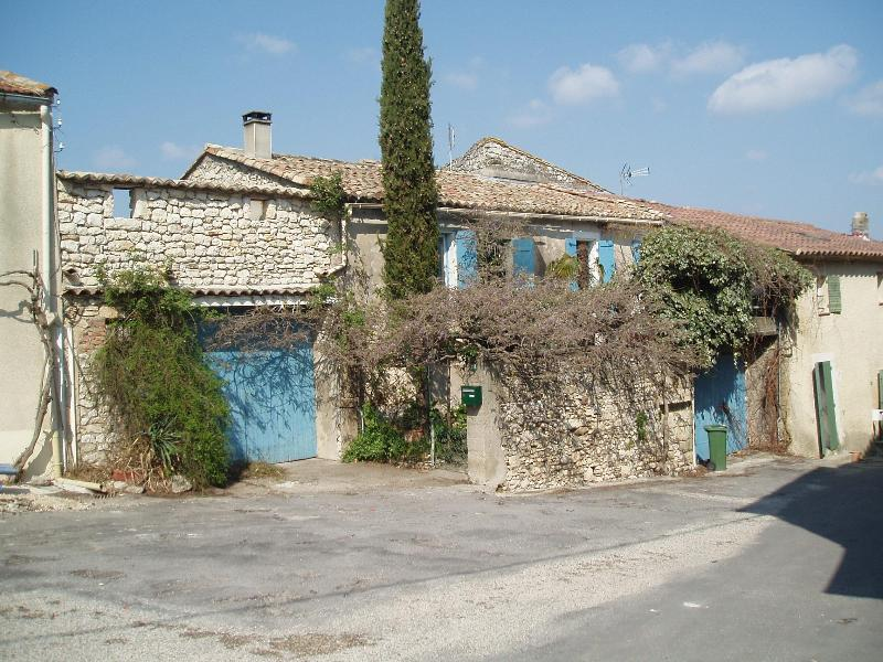 View of house from street - Charming Village house for 4 near Uzes Languedoc - Uzes - rentals