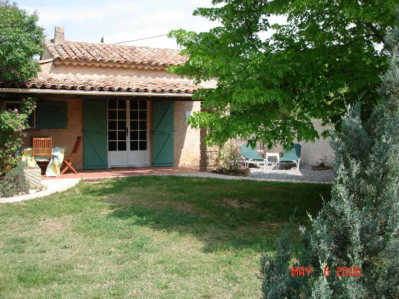COTTAGE FACES SOUTH with table + chairs for sheltered outside dining - Studio cottage for 2 in Provence - Salernes - rentals