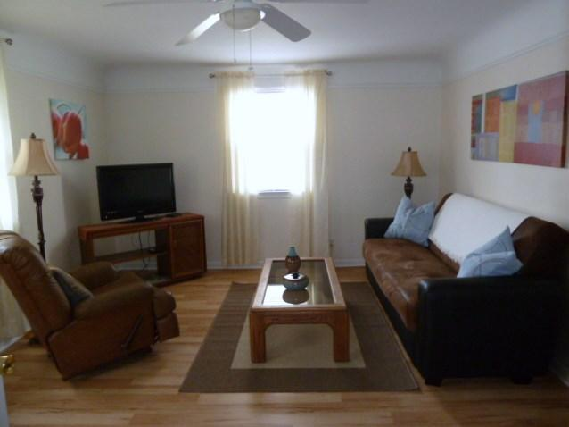 Comfortable Living Room - Charming 1 BR Apt - walk to Seattle Ferry & PSNS - Bremerton - rentals
