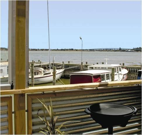 Privat deck overlooking river Studio 1 - Boat Haven Studios - Goolwa - rentals