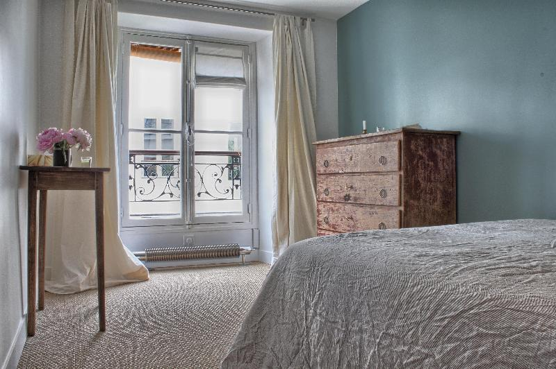 Master bedroom - Marais Haven - 3rd Arrondissement Temple - rentals