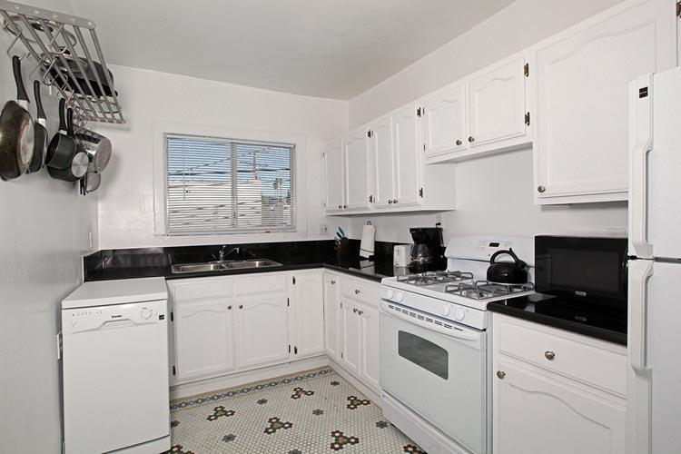 Kitchen - Apartment - Los Angeles - rentals