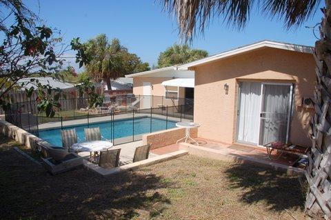 Privite pool area, solar heaed pool, bar-b-que. - 5/3, Solar heated privite Pool ,14 people + - Jensen Beach - rentals