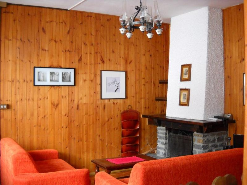 living room with fire place - Louminouse villa by feet in the center,with garden - Courmayeur - rentals