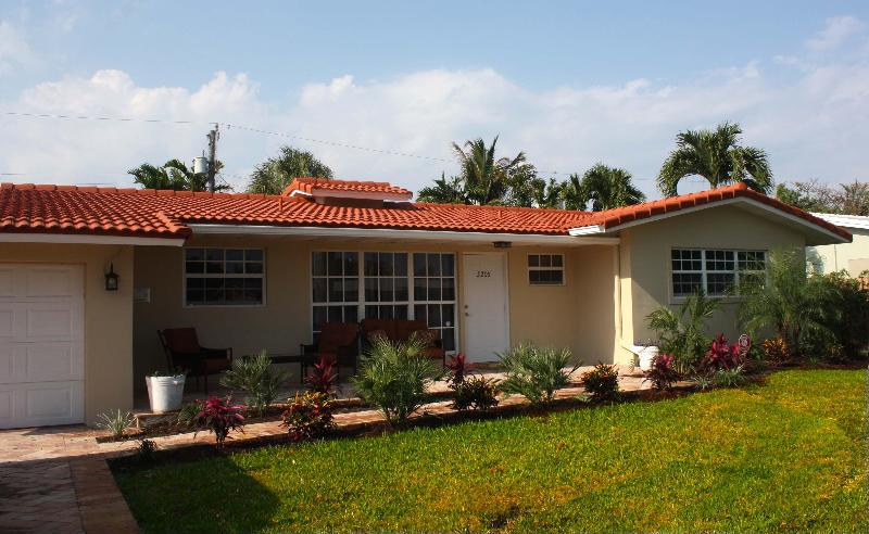 Front View - Beautiful Pool House - Short Walk to the Beach - Pompano Beach - rentals