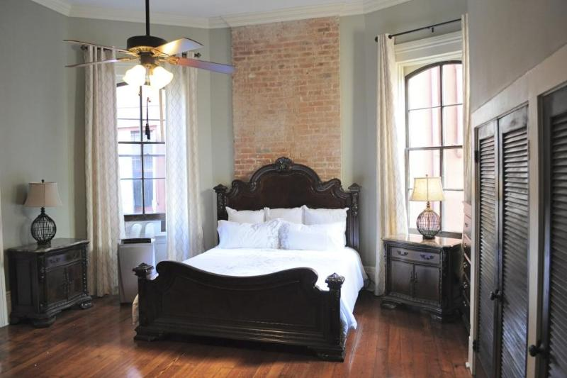Large Luxurious King Sized Bed - Large Luxury Suite on Bourbon Street - New Orleans - rentals