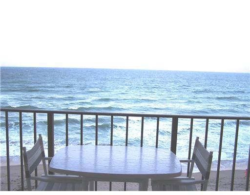 Ocean/Beachfront Balcony View - Ocean & Beachfront 2/2 Condo with Stunning Views - Jensen Beach - rentals