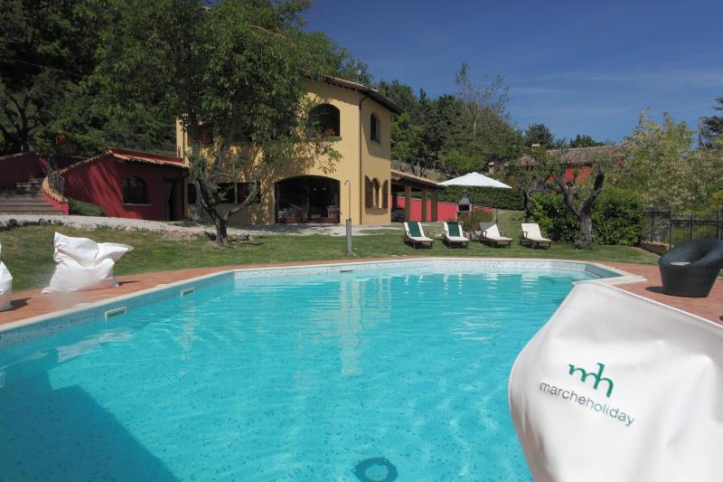 house view form the pool - Marcheholiday Casale degli Ulivi apt Luca - Acqualagna - rentals