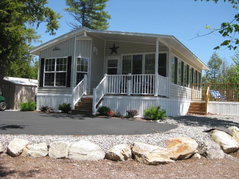 Curb Side View - Point Sebago Resort- Family Friends Resort Cottage - Casco - rentals