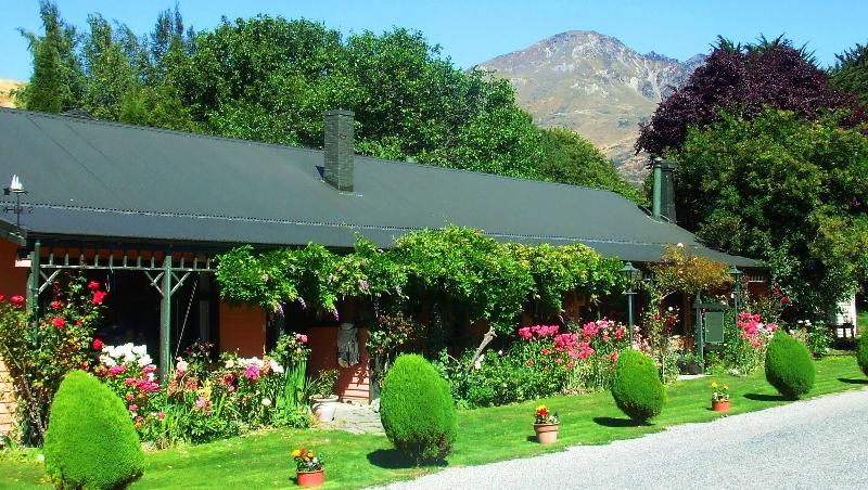 The Ferry with Remarkable Mountain backdrop - Ferry Guesthouse/Ski Lodge Self Catering (inquire for Bed & Breakfast rates) - Queenstown - rentals